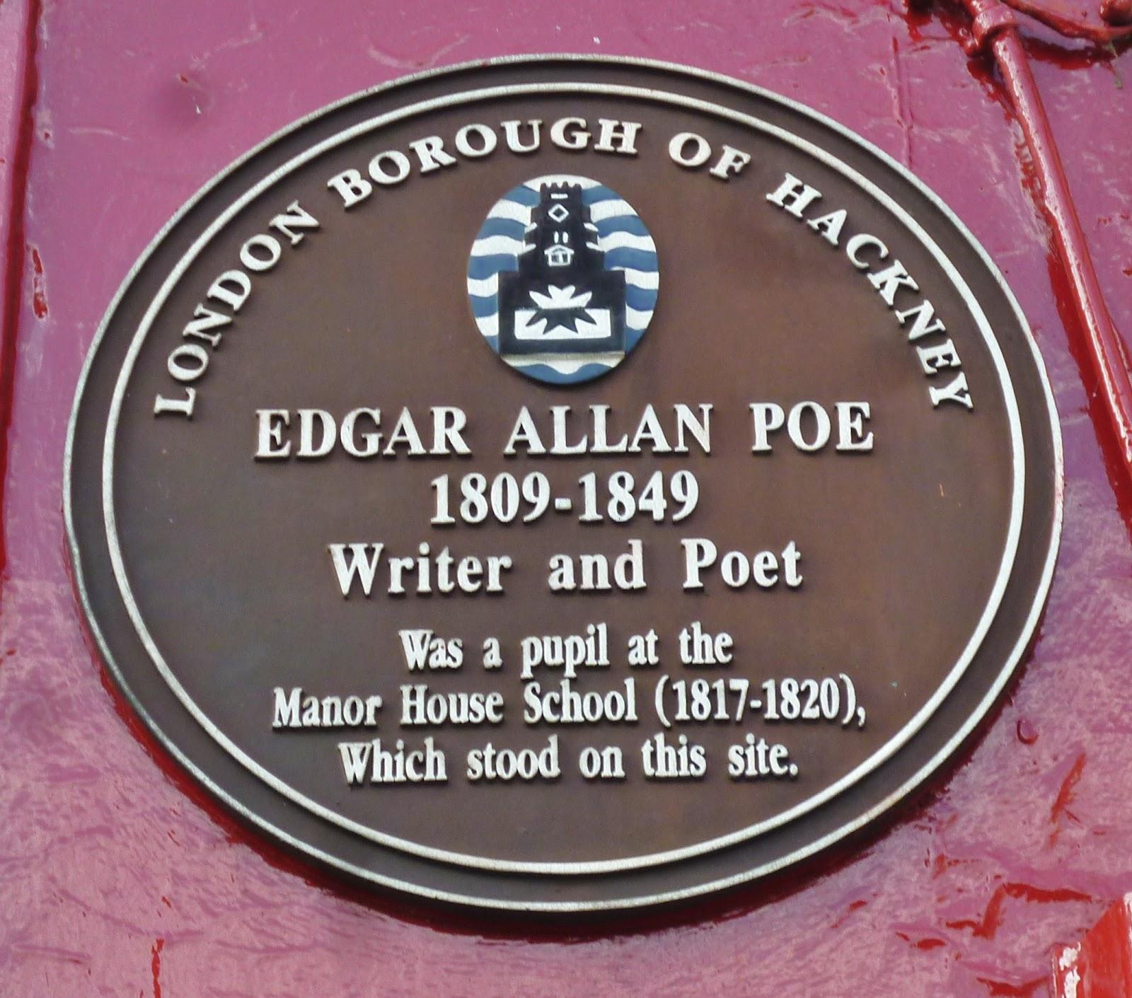 Επιγραφή αφιερωμένη στον Edgar Allan Poe στο σημείο όπου βρισκόταν το Manor House School.
