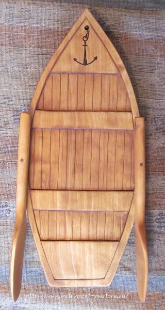 Резьба по дереву. Деревянная разделочная доска-лодка