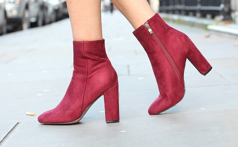 peexo fashion blogger wearing suede burgundy boots from public desire