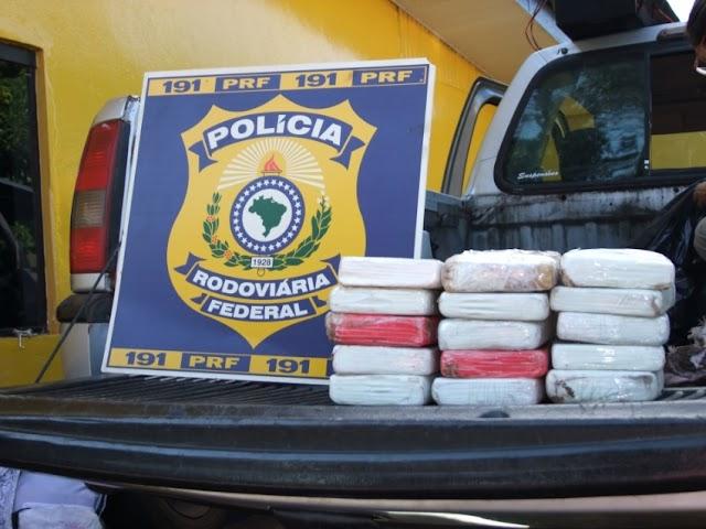 Polícia Rodoviária Federal aborda veículo que transportava mais de 15 quilos de cocaína