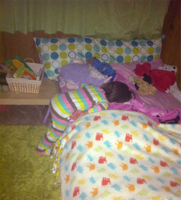 15+ Hilarious Pics That Prove Kids Can Sleep Anywhere - Napping Halfway To Bed