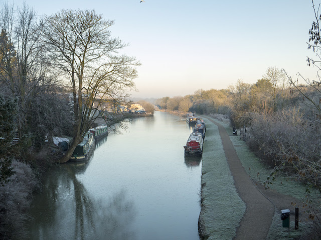 Grand Union Canal looking past the Galleon Pub