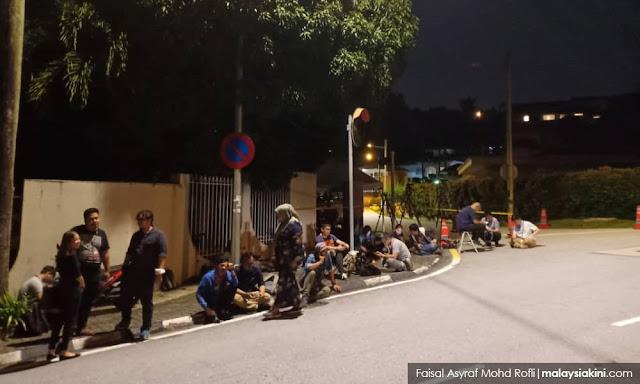 Media mula berkampung di Langgak Duta, ura-ura Najib akan ditangkap hari ini