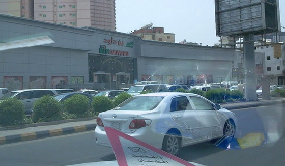 Benarkah Warung Makan Di Kota Makkah Bebas Beroperasi Siang Hari di Bulan Ramadhan ?