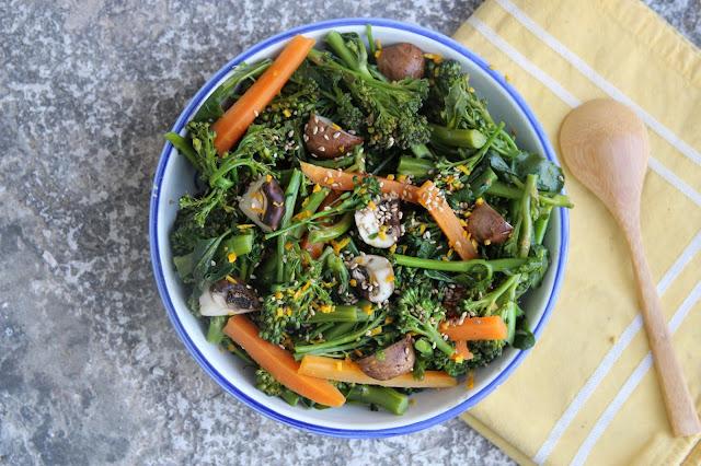 Cuillère et saladier : Brocolis au sésame et à l'orange