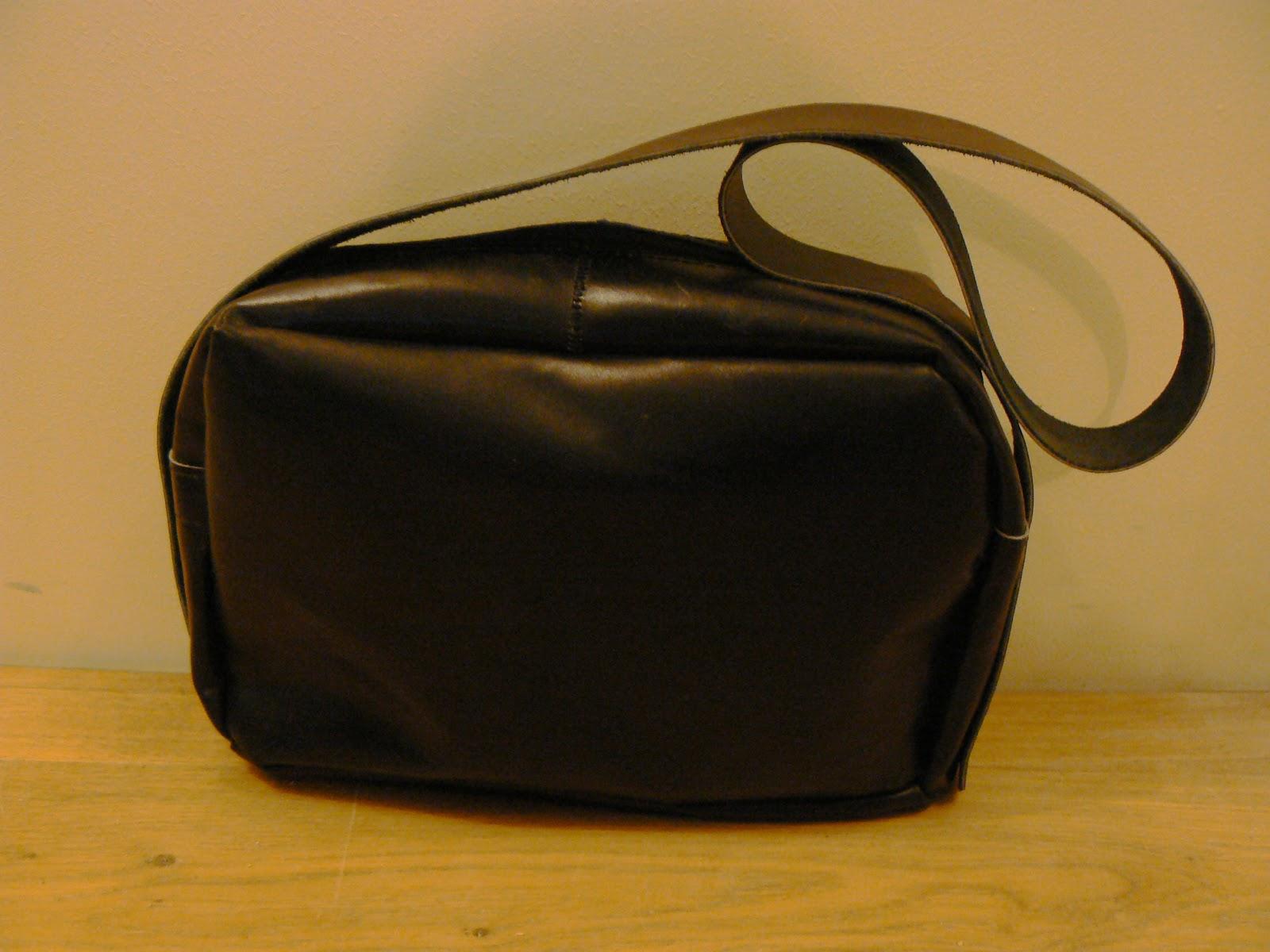 Face avant du sac à main en cuir noir