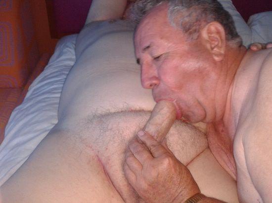 abuelos gay mamando polla