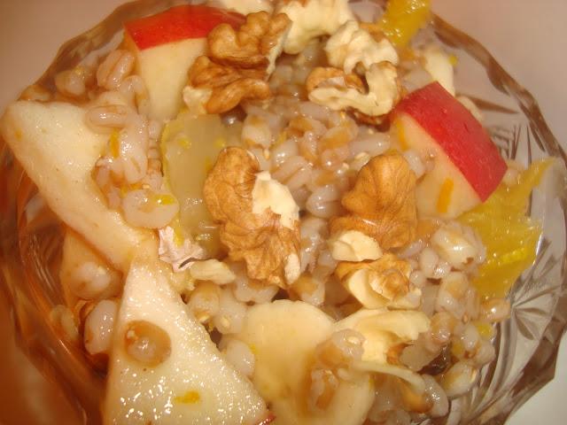 Micul dejun din arpacaş şi fructe