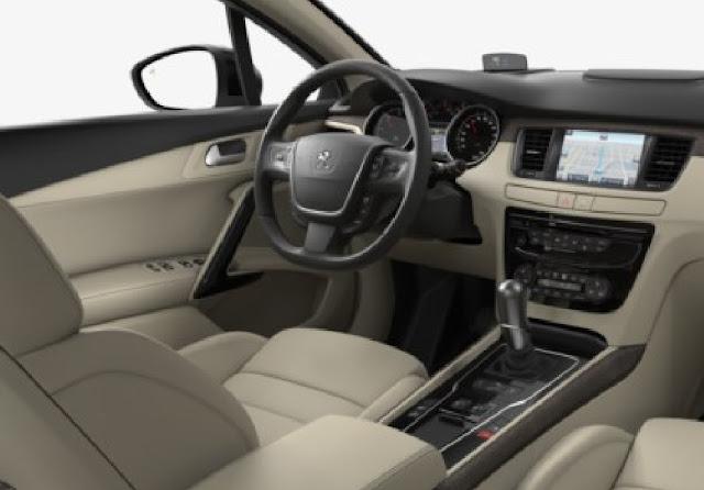 Peugeot 508 có khoang nội thất rộng rãi, thoáng đãng đem lại không gian thoải mái cho hành khách.
