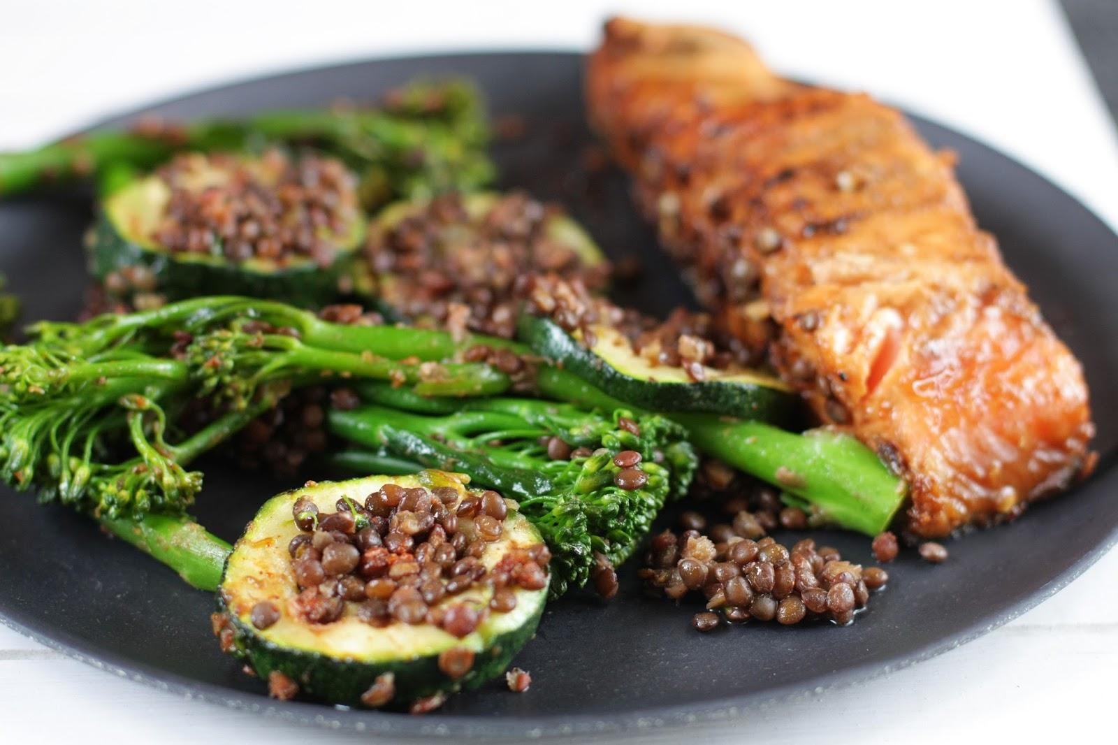misolohi broccoliini-belugalinssisalaatti mallaspulla