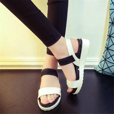 Tips Memilih Sandal Wanita untuk Travelling