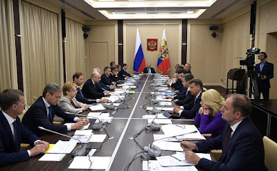 Vladimir Putin with Government members.