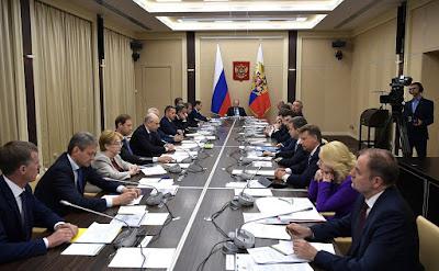 Vladimir Putin with Government members.