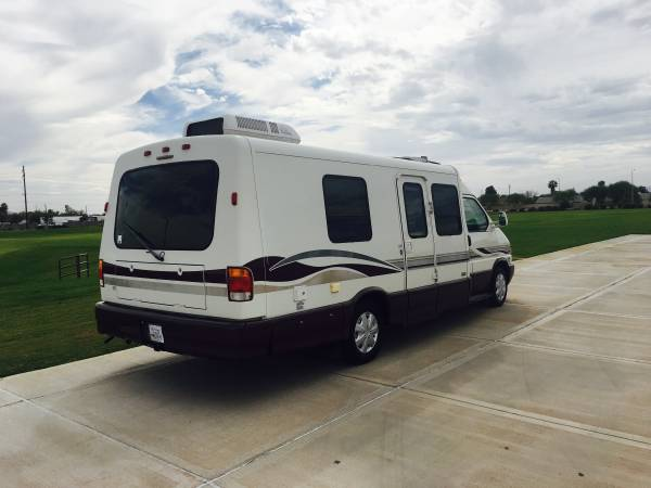 used rvs 2001 winnebago rialta 22ft vr6 for sale by owner. Black Bedroom Furniture Sets. Home Design Ideas
