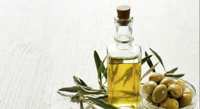 Perlu kita ketahui bahwasannya minyak zaitun sendiri memiliki berbagai kandungan yang sangat berguna bagi kesehatan tubuh manusia. Lalu sebenarnya apa sajakah kandungan dan keistimewaan yang terdapat pada minyak zaitun itu sendiri ?