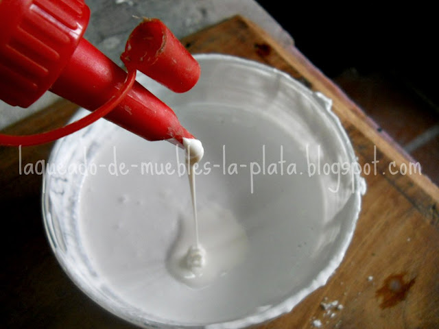 Preparar la mezcla de yeso para molduras de marcos antiguos