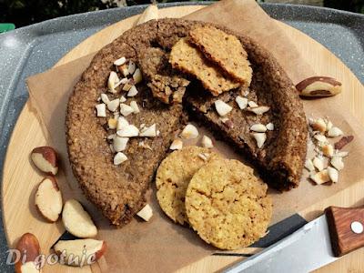 Chrupiące ciasteczka jaglane lub ciastko XL (z karobem i orzechami brazylijskimi)