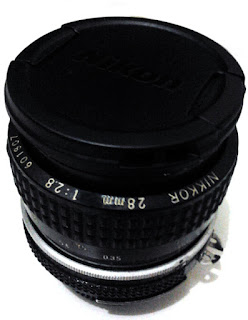 Lensa Nikon 28mm f/2.8