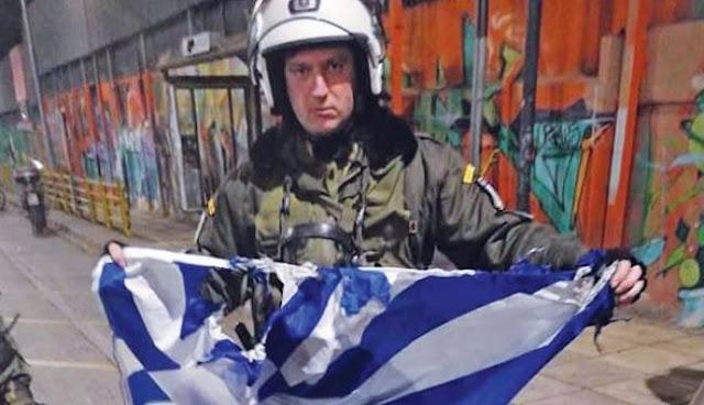 Με κίνηση ΜΑΤ έσωσε τη σημαία από τις φλόγες