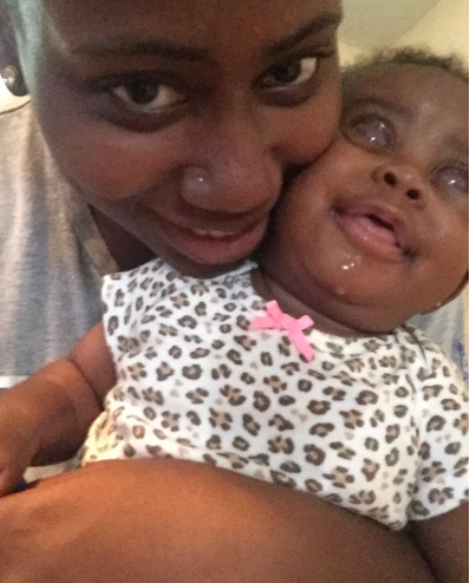 Touching-story-from-Young-mum-whose-daughter-was-born-blind-(Photos)