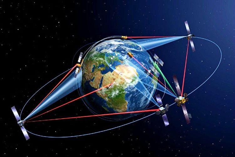 Sinyal sapmaları GPS uydularının zaman zaman yanıltıcı datalar iletmesine sebep olmaktadır.