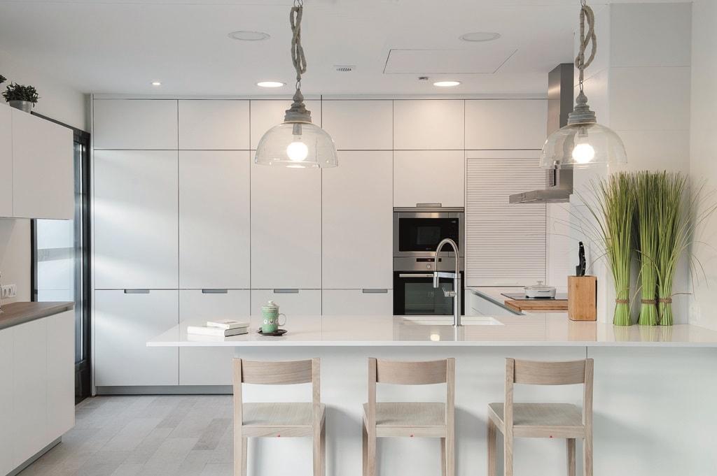 Cocinas con estilo for Cocinas blancas con isla