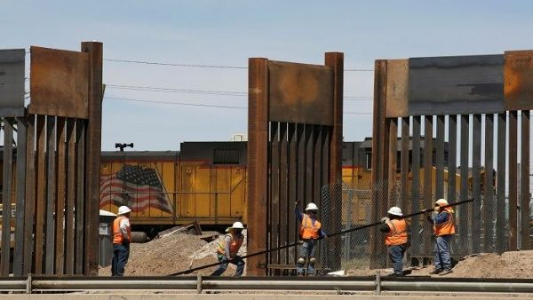 El Pentágono firma contratos para muro fronterizo con México
