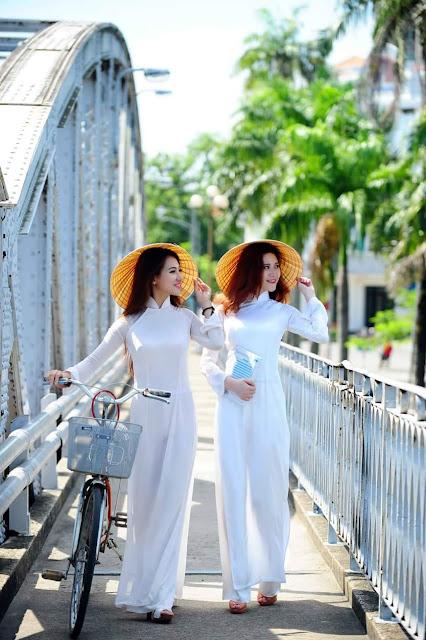 Duyên dáng áo dài Huế - Con gái Việt
