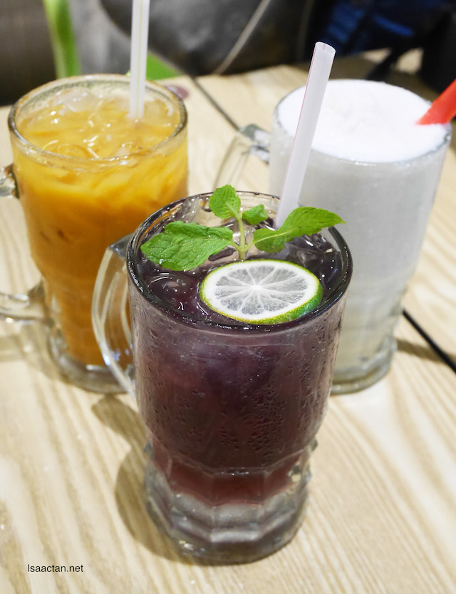 Thai Milk Tea (RM5.90), Coconut Smoothie (RM8.90) and Butterfly Pea Ice Soda (RM4.90)