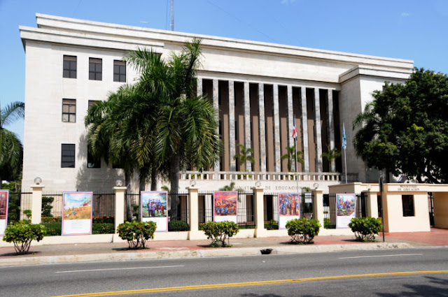 Educación paga más de 308 millones de pesos en incentivos a maestros