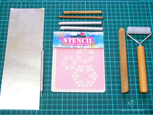 separador de libros con repujado en aluminio usando estencil