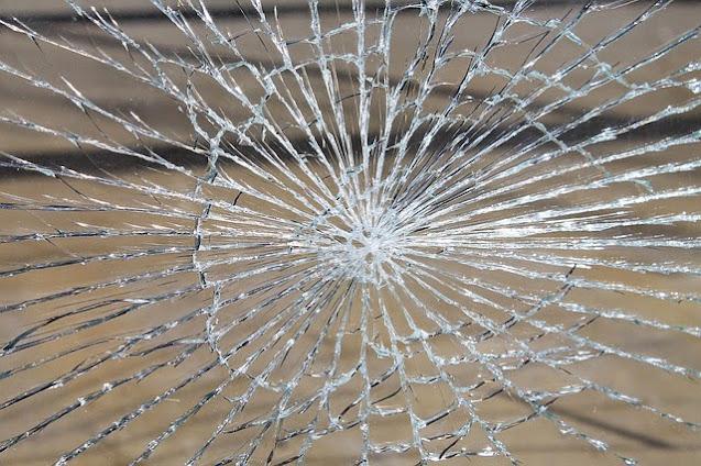 zersprungenes Glas