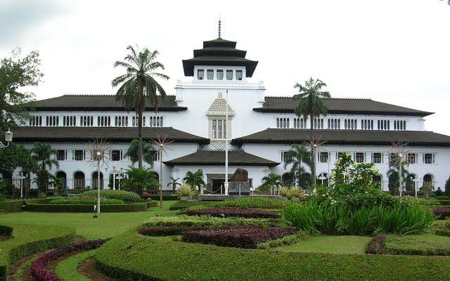 contoh arsitektur kolonial