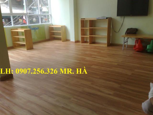 lót sàn nhà trẻ bằng simili trải sàn giả gỗ