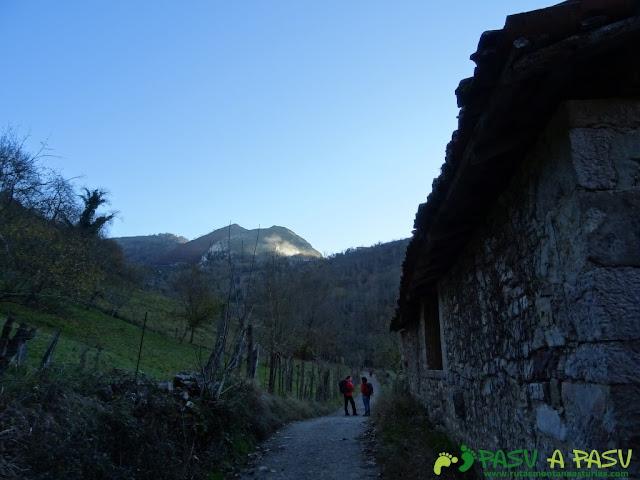 Cabañas al lado de la ruta de la Olla de San Vicente