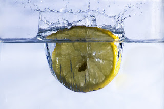 8-detox-ingredients-you-should-add-while-drinking-water