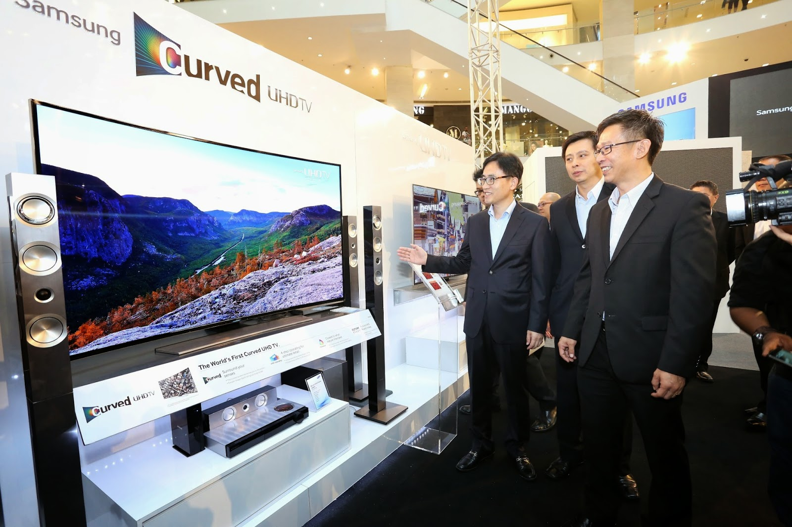 Samsung Unveiled World's First Curved Ultra High Definition (UHD) TV 1