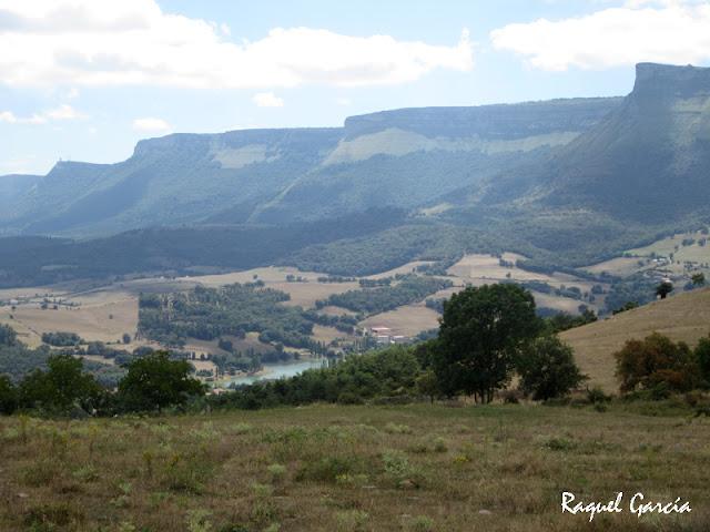 Vistas desde la Ermita de Etxaurren en Menoio (Aiara, Álava)