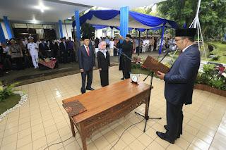 Walikota Bandung Ridwan Kamil melantik Dirum dan Direktur Air Limbah PDAM Tirtawening