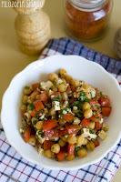 (salatka z ciecierzycy i pomidorow