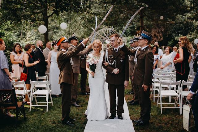 Ślub z akcentem wojskowym. Anita Wąsik Fotografia White Point Shoes