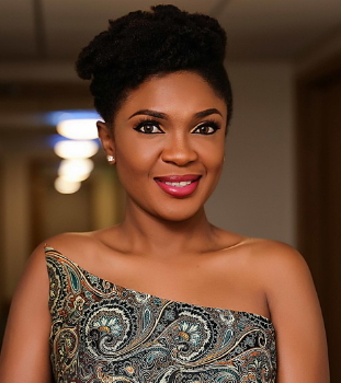 omoni oboli refuses to take pictures fans who didnt watch her movies