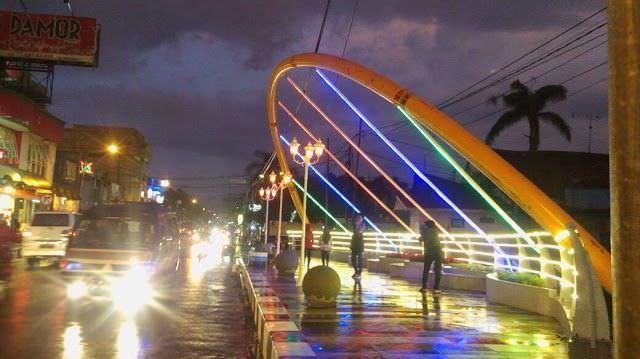 jembatan gantung pasifik sumedang malam hari