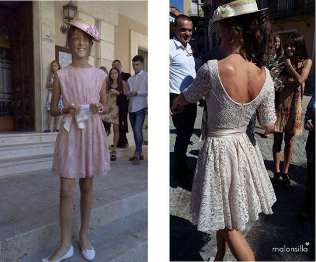 Novia y su hija con vestido corto de encaje, parte trasera en blanco y rosa palo, con sombrero canotier de flores a juego