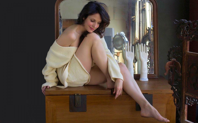 Jennifer Jason Leigh A...