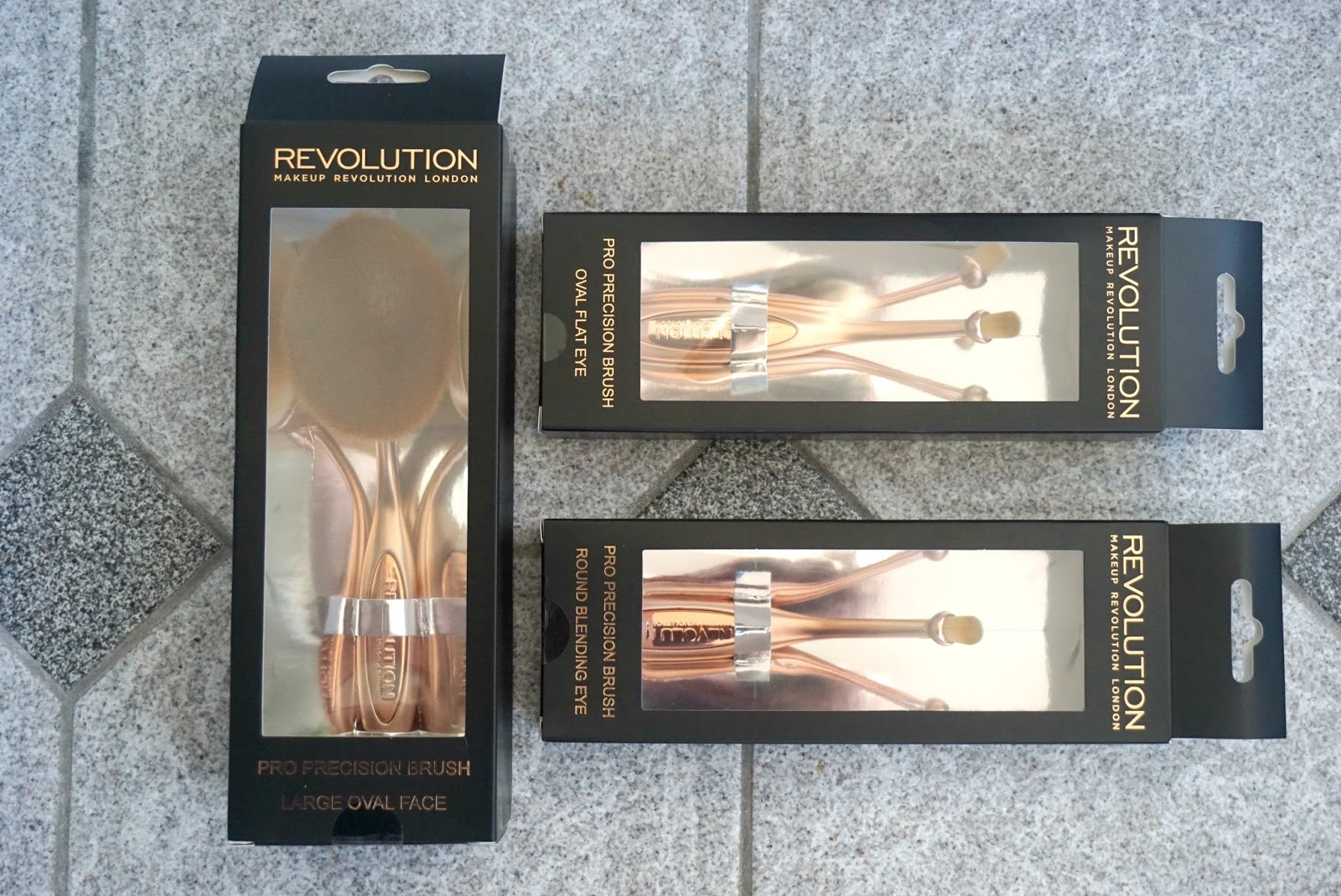 makeup revloution oval brushes