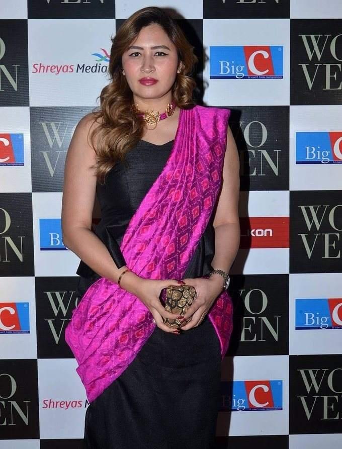 Jwala Gutta In Black Saree At Woven 2017 Fashion Show