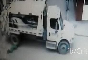 Aplastado por el Camión de la Basura