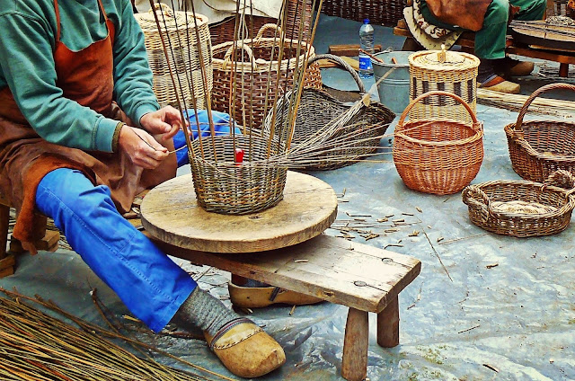 Acquisto prodotti artigianali, cestini in paglia