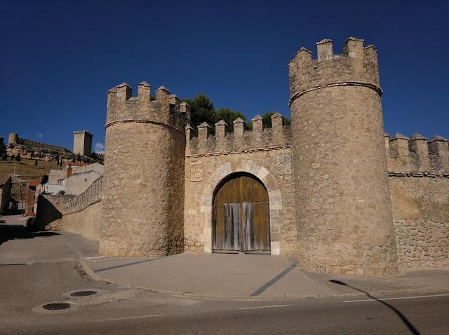 Puerta de Las Monjas en los restos de muralla de Peñaranda de Duero